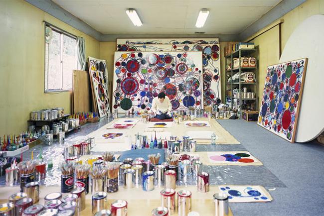 Atsuko Tanaka in her studio